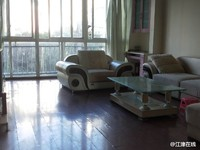 大三房低价出租,户型结构端正,小区环境优雅设备齐全