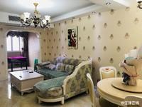 卢山 金江港湾豪华装修两房,带几十平凡平台,装修非常漂亮随时看房1800元/月